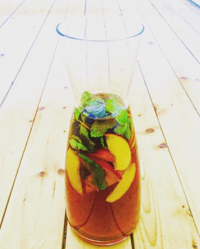 Iced tea med pepparmynta och nektarin